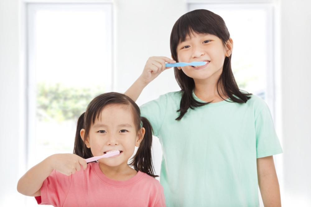 two young children brushing their teeth | Edmonton AB Dentist
